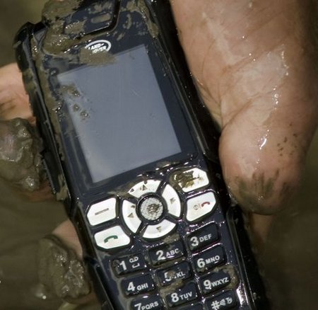phone+muddy